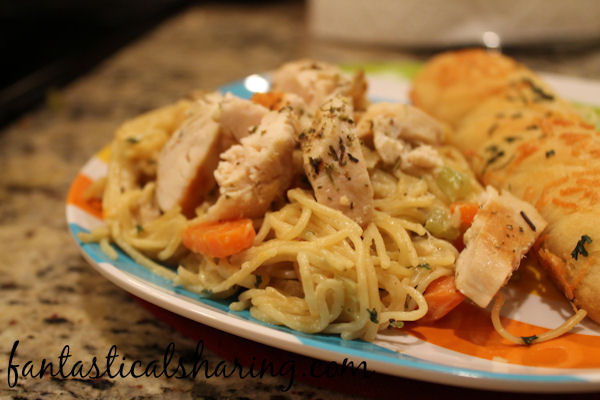 Creamy Chicken Pasta | This pasta tastes just like it came from a premade box mix...except better, of course! It's an easy copycat for sure! #recipe #copycat #chicken #pasta