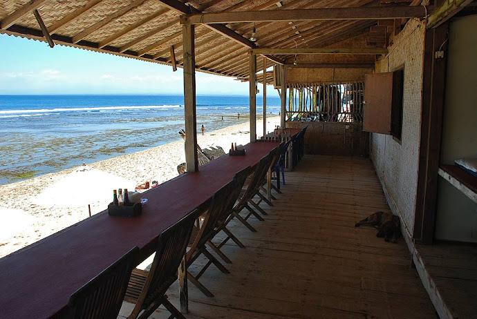 Terraza de un chiringuito de playa
