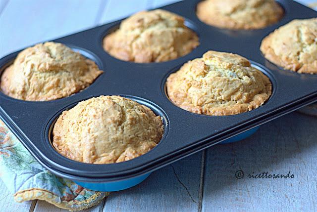 Minicake inzupposi all'arancia cuociamo a forno caldo