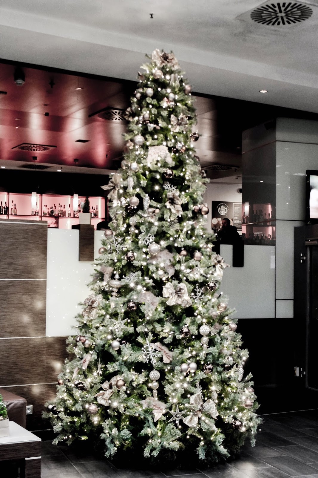 Hotel Hilton Cologne Christmas Tree Decoration Foyer