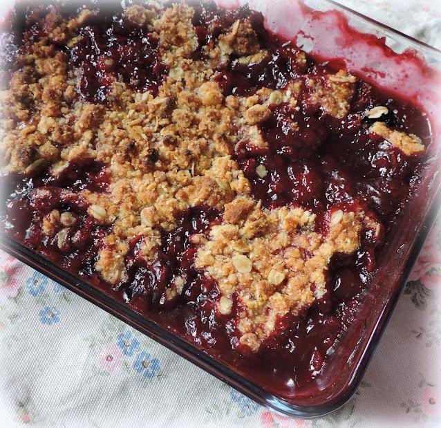 Bumbleberry & Almond Crumble