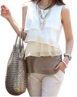 Blusa de cuello redondo, mangas cero y una sucesión de capas horizontales