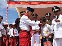 PLN Beri Beasiswa Hingga S1 untuk Joni, Bocah Pemanjat Tiang Bendera
