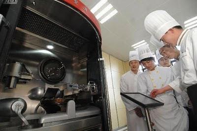 Robot Ini Bisa Memasak 600 Menu Masakan Chinese