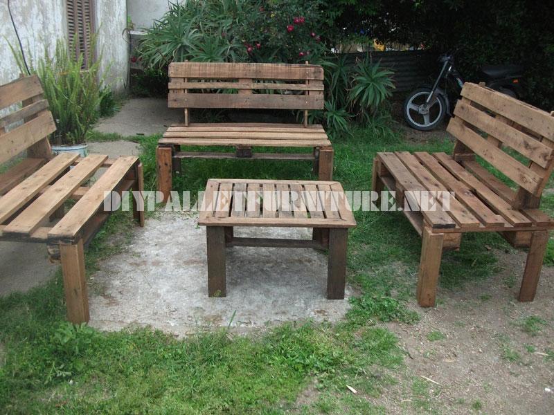 Muebles para el patio con palets for Bancos de jardin hechos con palets