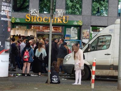 http://www.express.de/duesseldorf/fast-700-000-besucher-ja--ja--japan-tag-26938616
