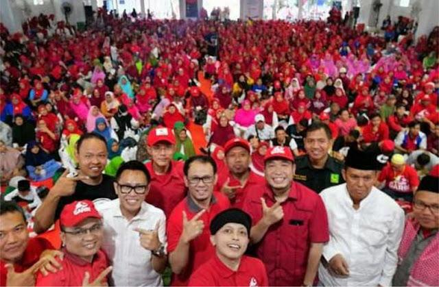 Pecaahh! Ribuan Peserta Padati Deklarasi GARBI Jaktim, Massa Meluber Keluar Gedung