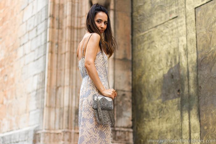Streetstyle outfit elegante romántico espectacular Vestido Largo maquillaje natural y peinado coleta