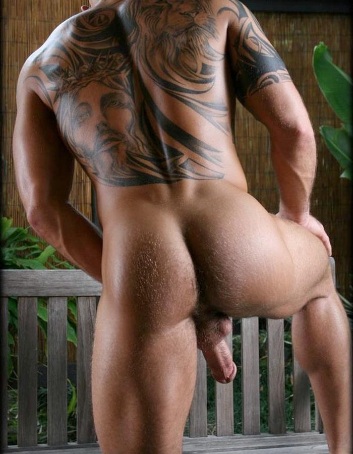 Голые задницы мужиков, анал с чешками крошками