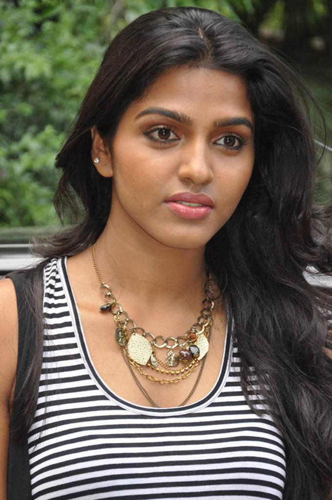 Movie Hub Tamil Actress Dhanshika Hot Photos-2144