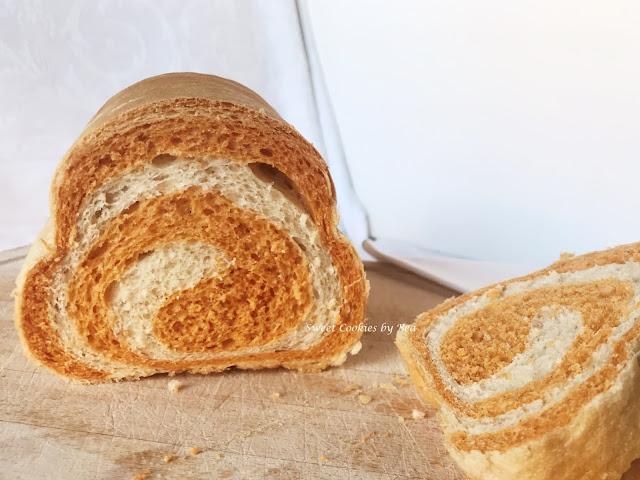 Pan de molde de pimentón en espiral