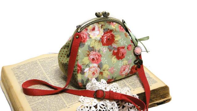 Маленькая сумочка с цветами - натуральный хлопок и натуральная кожа. Ручная работа. Доставка почтой или курьером