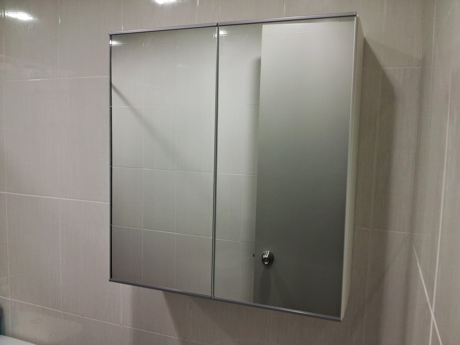 khyriel 39 s new lillangen mirror cabinet install. Black Bedroom Furniture Sets. Home Design Ideas