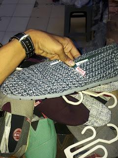 Sepatu Wakai Corak Catur