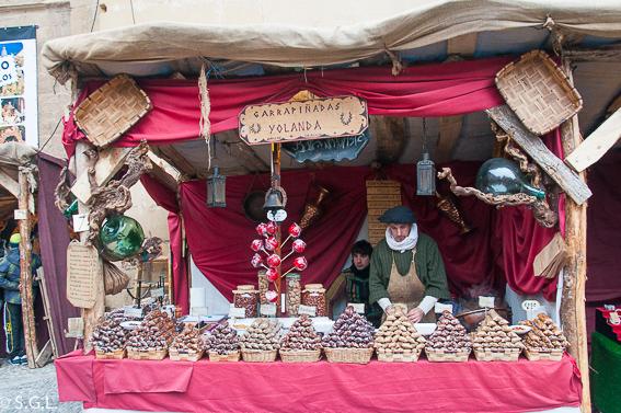 Vendedor en el Mercado medieval en Santo Domingo de la Calzada. La Rioja