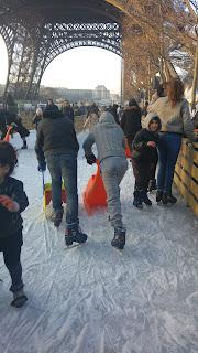 החלקה על הקרח למרגלות האייפל