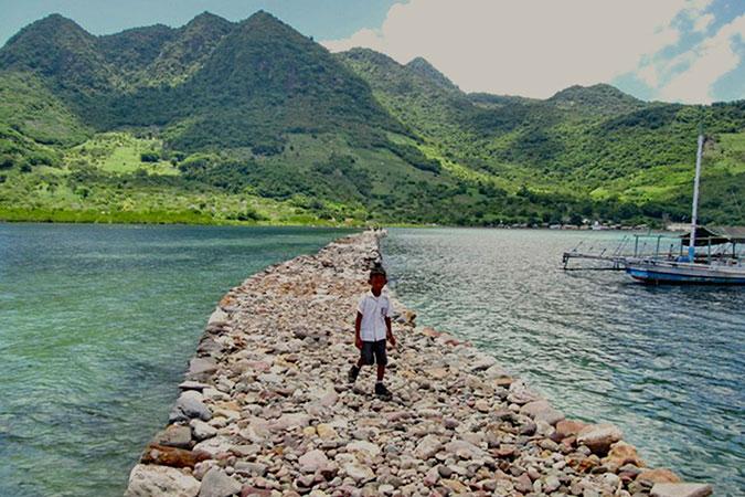 Dlium.com Kojadoi bridge, a stone footpath to connect islands