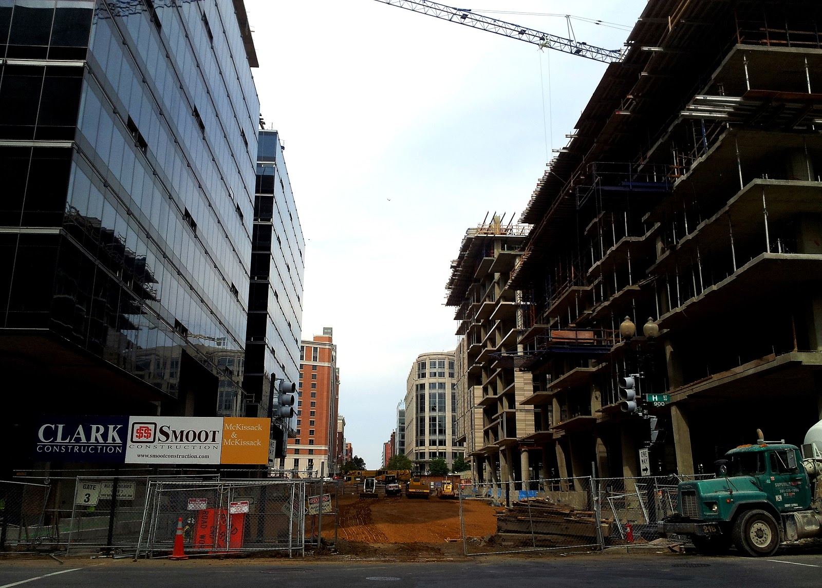 City Club Apartments under construction at site of former ... |City Under Construction
