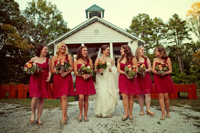 bride+groom+red+crimson+autumn+fall+wedding+rustic+church+october+november+thanksgiving+ceremony+reception+nuptials+bouquet+leaves+leaf+cake+tiffiney+photography+ - Plum Harvest Jam