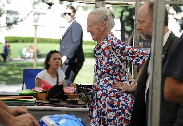 Queen visited the historic cemetery called Cementerio de la Recoleta in Buenos Aires