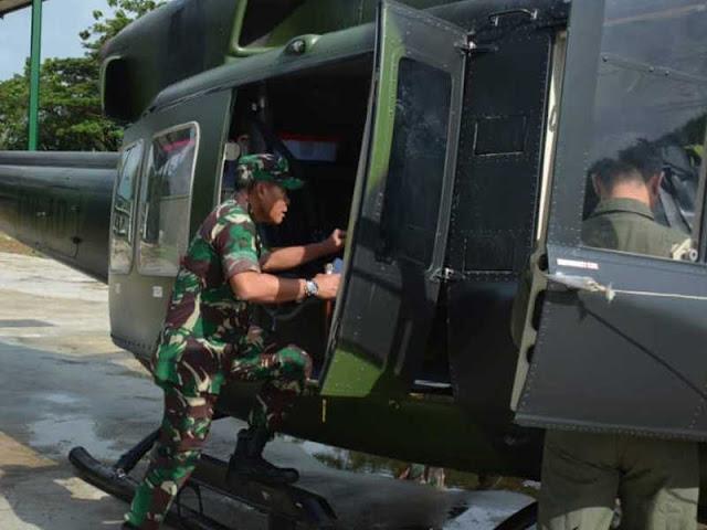 Kunjungi Suku Mausu Ane di Morokay, Suko Pranoto Naik Helikopter