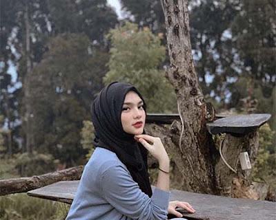 Davina Karamoy Berhijab 3