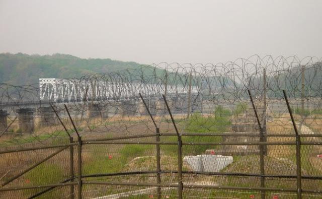 Um soldado norte-coreano conseguiu fugir do país, ele conseguiu atravessar a zona desmilitarizada na fronteira com a Coreia do Sul.