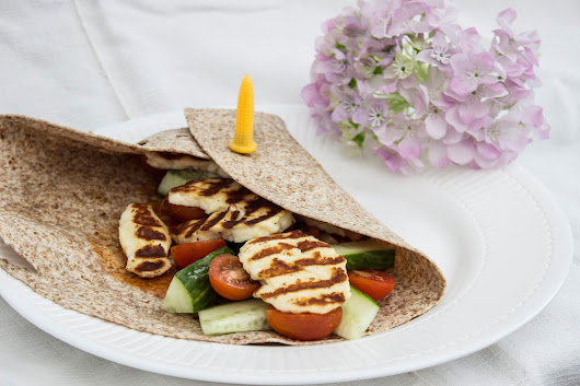 EASY LUNCH: GRIDDLED HALLOUMI WRAPS