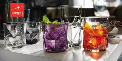 Ly thủy tinh - Phải sử dụng ly thủy tinh thay cho ly nhựa giá rẻ gấp