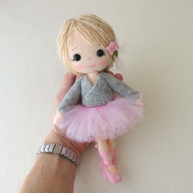 Knitting Pattern Ballerina Doll : Gingermelon Dolls: My Felt Doll Knitted Outfit Patterns