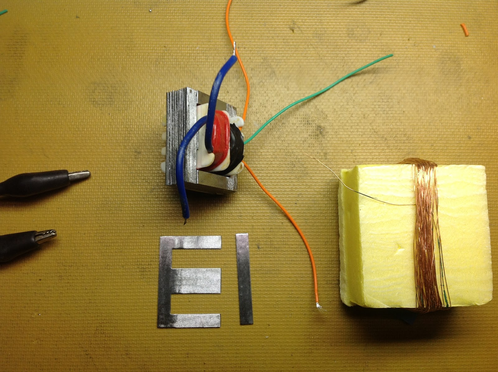 Hooked on Arduino & Raspberry Pi: Hacking a small AC power transformer