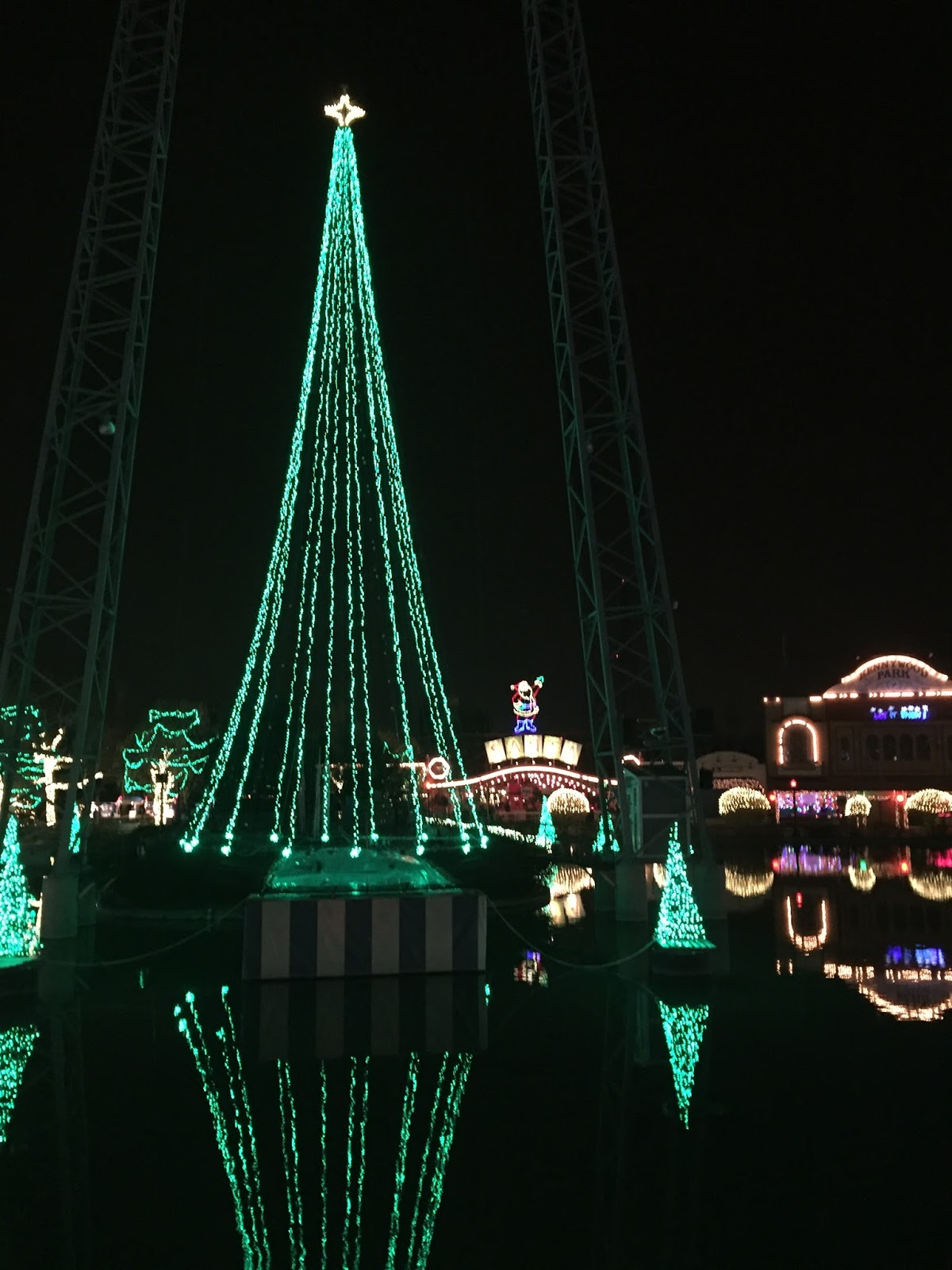 Pgh Momtourage: Kennywood Holiday Lights: Ticket Giveaway