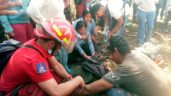 Rescatan los cuerpos de dos víctimas del incendio en Sama