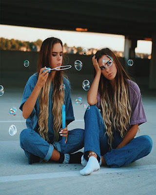 foto de amigas con burbujas