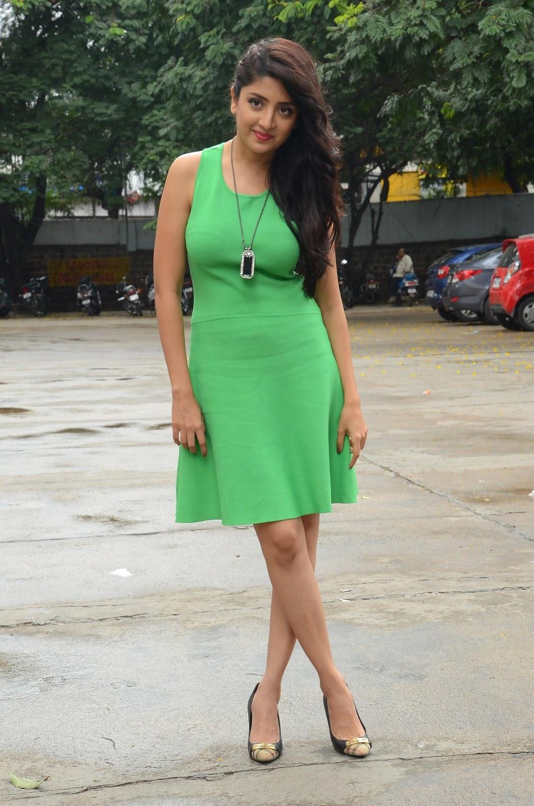 Poonam Kaur latest sizzling photos-HQ-Photo-19