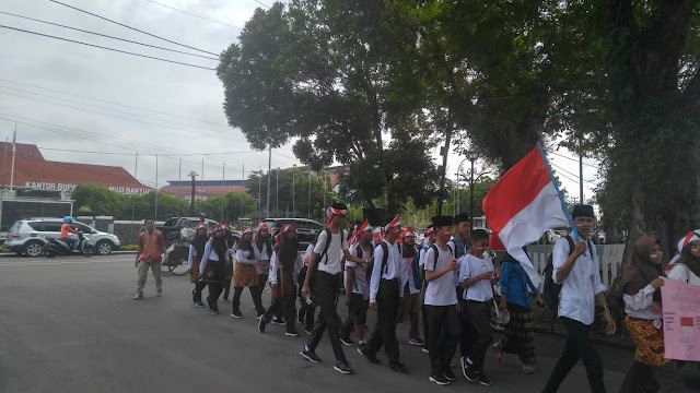Puluhan Pelajar Ikuti Karnaval Peringatan Hari Pahlawan