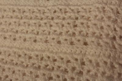 ciepła poduszka robiona na szydełku, wzór