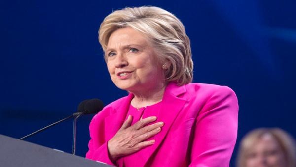 FBI recomienda no procesar a Clinton por el caso de correos