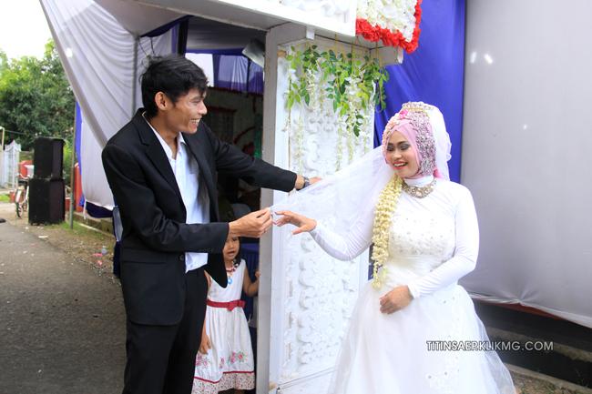 Foto Pose Titin & Saep 2 | Foto Oleh : Klikmg.com Fotografer Pernikahan Purwokerto