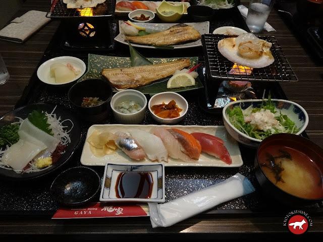 Plats de poissons dans un restaurant à Hakodate