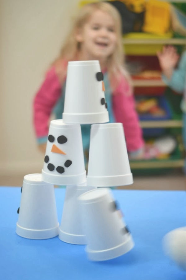 SNOWMAN SLAM! Easy to make game for kids #winterparty #winterpartyideasforkids #partygames #snowmancrafts #snowmanslamgame #snowplay #snowman #snowmanslam
