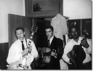 Alle 11.42 Elvis e il Colonnello prendono un volo in prima classe, da  Nashville e New York City, pagando $107,69 a biglietto. Alloggiano al  Warwick Hotel ...