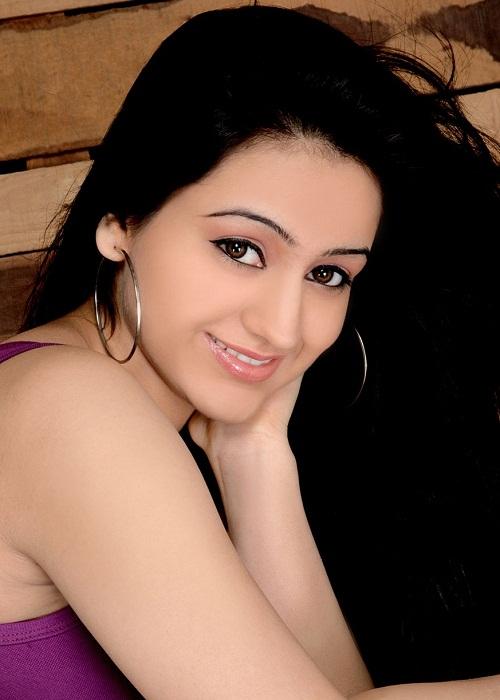 Aksha Pardasany Modeling