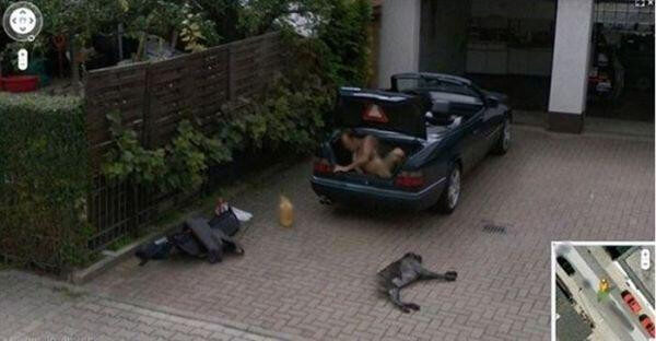 18 Hilariously Weird Moments Captured On Google Street View - What is he trying to do