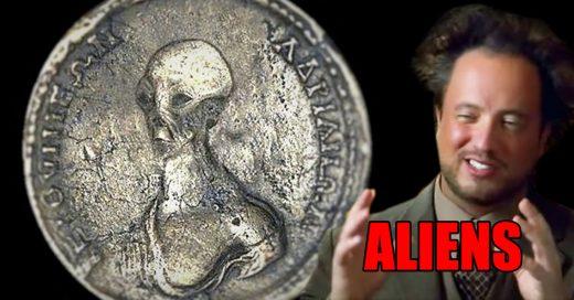 Encuentran monedas con supuestos aliens en casa de Egipto