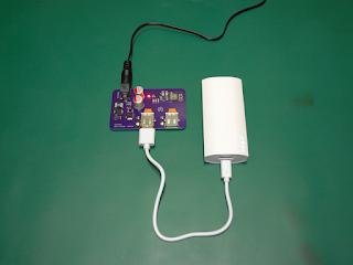 Módulo vCharge a carregar uma bateria portátil.