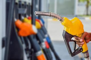 Preço da gasolina volta a subir nas refinarias; alta já é de 16% no mês
