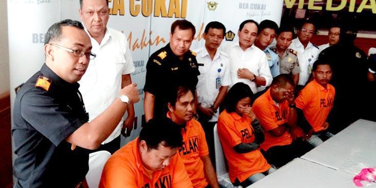 Para pelaku penyelundupan narkoba yang diamankan Petugas Bea dan Cukai Ngurah Rai.