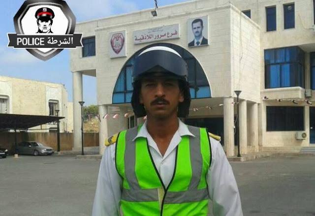 حقيقة مقطع الفديو الذي يظهر شرطي مرور متمسكاً بسيارة اجرة في اللاذقية .