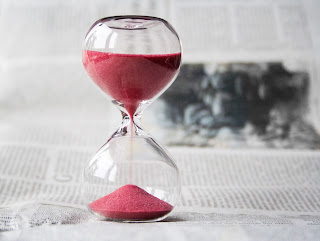 picture of an hourglass is used to represent a timer for timeout